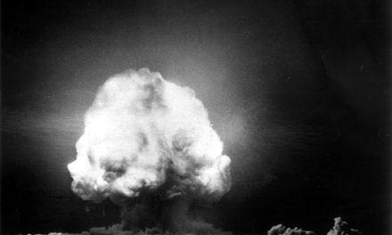 Image illustrant l'article Bombe-Atomique-Gadget-16juillet1945-2 de Les Clionautes