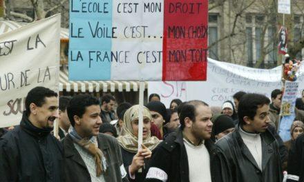 Manifestation contre la loi de 2004